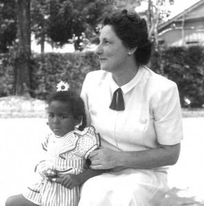 Catana with her German mother, 1944
